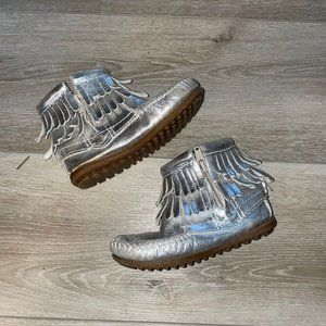 Minnetonka Silver Fringe Moccasin Booties Size 9